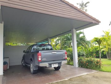Samui-Villa-With-Beach-Access-For-Sale-Covered-Parking