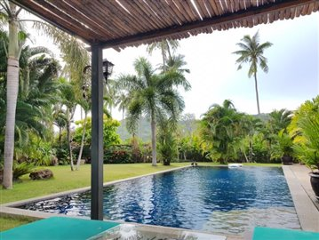 Samui-Villa-With-Beach-Access-For-Sale-Pool-View