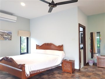 Samui-Villa-With-Beach-Access-For-Sale-Bedroom-2