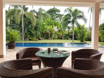 Samui-Villa-With-Beach-Access-For-Sale-Outdoor-Seating