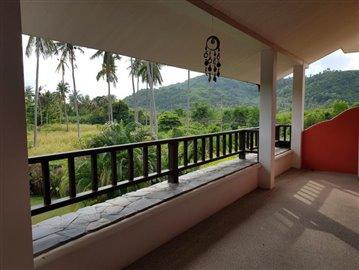Samui-Villa-With-Beach-Access-For-Sale-Balcony