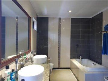 Samui-Villa-With-Beach-Access-For-Sale-Bath-Tub