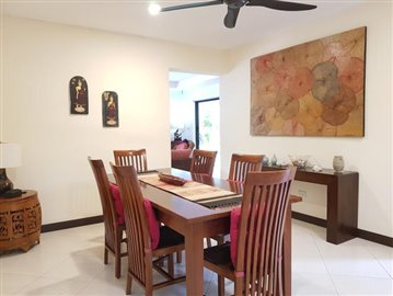 Samui-Villa-With-Beach-Access-For-Sale-Dining