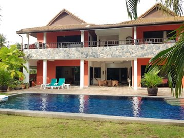 Samui-Villa-With-Beach-Access-For-Sale-Exterior
