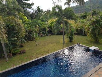 Samui-Villa-With-Beach-Access-For-Sale-Pool-Garden