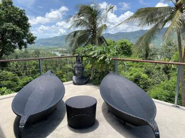 South-Coast-Sea-View-Property-Sun-Loungers