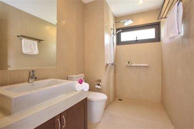 Ko-Samui-Property-For-Sale-Shower