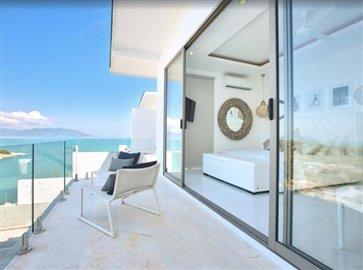 Baysides-Luxury-Duplex-Villa-Ko-Samui-Bedroom-Balcony