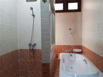 Bang-Po-Pool-Villa-For-Sale-Ko-Samui-Shower