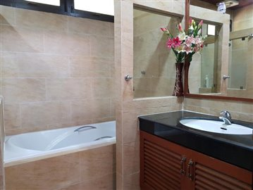 Bang-Po-Pool-Villa-For-Sale-Ko-Samui-Bathroom