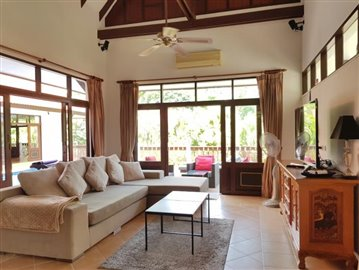 Bang-Po-Pool-Villa-For-Sale-Ko-Samui-Lounge