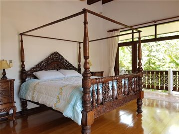 Bang-Po-Pool-Villa-For-Sale-Ko-Samui-Master-Bedroom