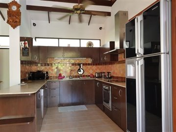 Bang-Po-Pool-Villa-For-Sale-Ko-Samui-Kitchen