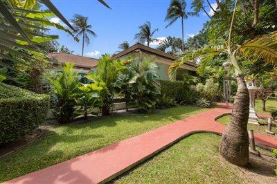Villa-Samran-Ko-Samui-Garden-Walk-Way
