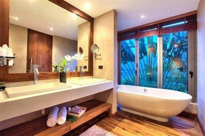 Baan-Grand-Vista-Villa-Ko-Samui-Bathtub