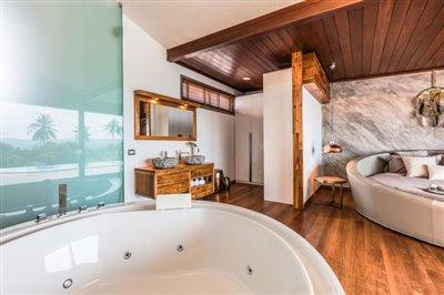 Milla-Villa-Ko-Samui-Jacuzzi-Bathtub