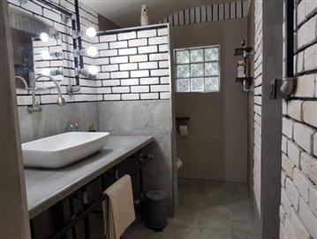 Bang-Rak-Bungalow-For-Sale-Bathroom