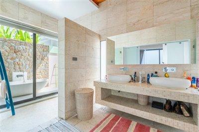 Modern-Bali-Style-Villa-Ko-Samui-Bathroom
