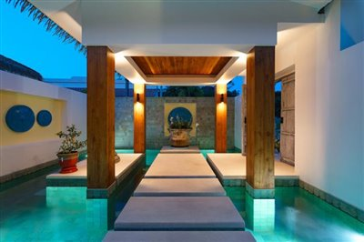 Modern-Bali-Style-Villa-Ko-Samui-Entrance-Night