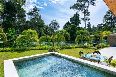 Modern-Bali-Style-Villa-Ko-Samui-Garden