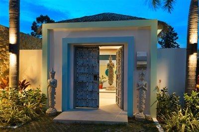 Modern-Bali-Style-Villa-Ko-Samui-Entrance-Doors
