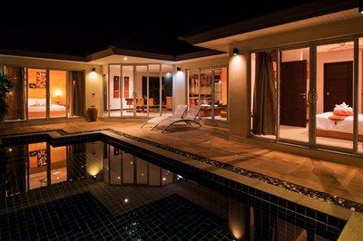 Beachside-Pool-Villa-Lipa-Noi-Night