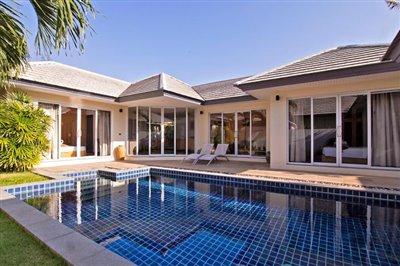 Beachside-Pool-Villa-Lipa-Noi-1