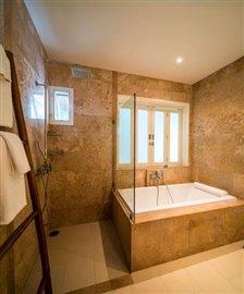 Horizon-Pool-Villa-Bathtub