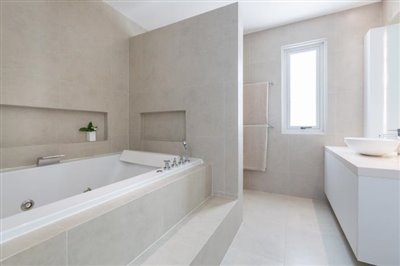 Villa-Som-Beachfront-Property-Bathtub
