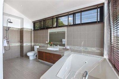 Sunny-Banks-Villa-Ko-Samui-Bathroom-2