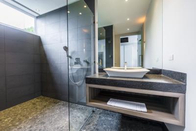 Villa-Sasipimon-Ko-Samui-Bathroom