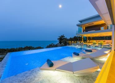 Villa-Sasipimon-Ko-Samui-Pool-Night