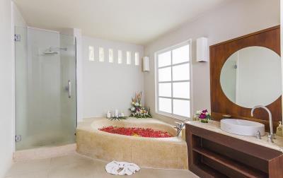 Baan-Arun-For-Sale-Ko-Samui-Bathroom