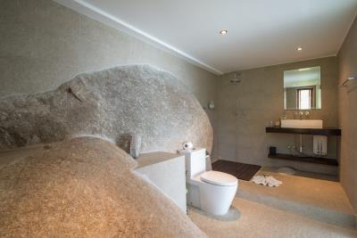 Chaweng-Sea-View-Villa-For-Sale-Samui-Bathroom