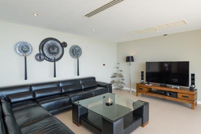 Chaweng-Sea-View-Villa-For-Sale-Samui-Sofa