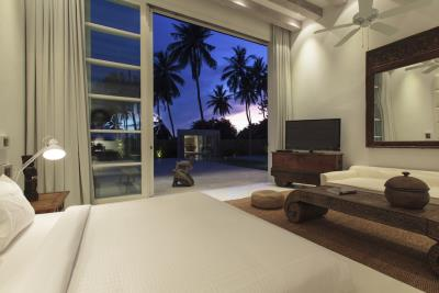 Villa-Akasha-Ko-Samui-Master-Bedroom-Night