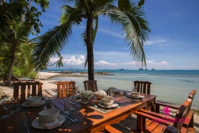 Five-Islands-Beachfront-Villa-Ko-Samui-Beachfront-Dining