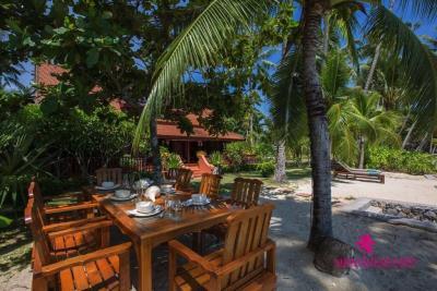 Five-Islands-Beachfront-Villa-Ko-Samui-Outdoor-Dining