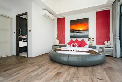 Villa-Seawadee-Ko-Samui-Bedroom-1