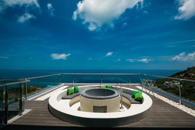 Villa-Seawadee-Ko-Samui-Jacuzzi