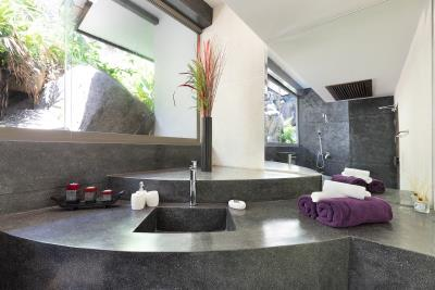 Suncliff-Villa-Chaweng-Noi-BAthroom