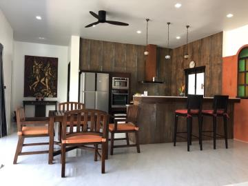 Lamai-Pool-Villa-For-Sale-Breakfast-Bar