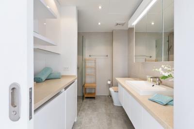 Unique-Residences-Luxury-Apartment-Bathroom
