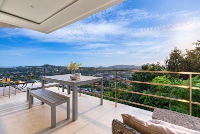 Unique-Residences-Luxury-Apartment-Balcony