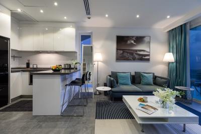Unique-Residences-Luxury-Apartment-Living-kitchen