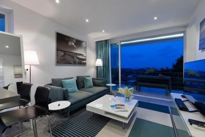 Unique-Residences-Luxury-Apartment-Lounge-Night