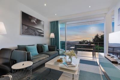 Unique-Residences-Luxury-Apartment-Lounge