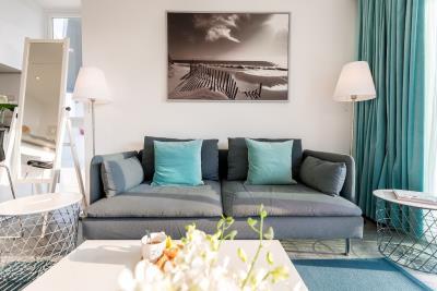 Unique-Residences-Luxury-Apartment-Sofa