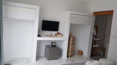 Choeng-Mon-Sea-View-Villa-Bedroom-TV