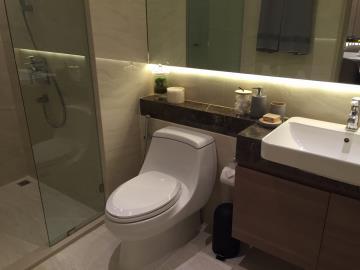 Ashton-Silom-WC
